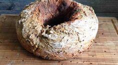 Brot kann man wunderbar in 55 Minuten im Omnia-Backofen backen. Schau dir auch an, wie man das Brot aus dem Omnia-Backofen richtig schneidet. Ganz einfach!