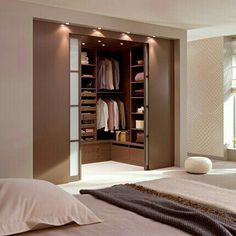 Bedroom with dressing room design - Luxery Houses Wardrobe Room, Wardrobe Design Bedroom, Master Bedroom Closet, Home Bedroom, Modern Bedroom, Bedroom Furniture, Bedroom Decor, Bedroom Storage, 1980s Bedroom