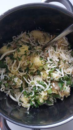 Gratinerte poteter med hvitløk, persille og bèarnaise – Snikgjest A Food, Food And Drink, Cabbage, Baking, Vegetables, Gourmet, Bakken, Cabbages, Vegetable Recipes