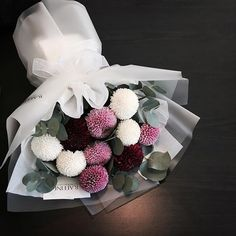Bubble Flower for u Beautiful Flower Arrangements, Floral Arrangements, Beautiful Flowers, Bouquet Wrap, Hand Bouquet, How To Wrap Flowers, Flower Boutique, Flower Packaging, Flower Boxes
