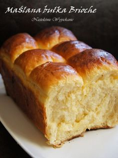 Maślana bułka Brioche - Justyna Dragan Polish Cookies, Polish Recipes, Bread Rolls, Dinner Rolls, Cookie Desserts, How Sweet Eats, Bread Recipes, Banana Bread, Food And Drink