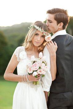 Soft and pretty: http://www.stylemepretty.com/australia-weddings/2013/07/08/byron-bay-wedding-inspiration-from-life-in-bloom-photography-sunshine-confetti/ | Photography: Life in Bloom - http://www.lifeinbloomphotography.com.au/