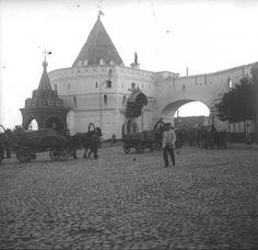 Варварские ворота Китай-города в дни коронации Николая II, май 1896, г. Москва