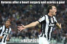 Szwajcar jeszcze niedawno przechodził operację serca • Stephan Lichtsteiner wrócił i od razu strzelił gola • Wielki Respect • Zobacz >> #juve #juventus #football #soccer #sports #pilkanozna