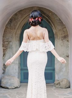 Casual Picnic Inspired Bridal Style • Raw, artisan al fresco wedding inspiration by fine art destination photographer Madalina Sheldon • romantic lace gown