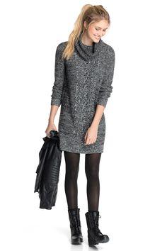 Hübsches Casual Outfit mit dem kuscheliges Strickkleid in Grau von Esprit. Mit Strumpfhose und flachen Steifeln kreiérst Du einen angesagten Look - Kleid ab 69,99 €