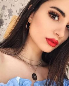 50 prom makeup looks to get a pretty look this year 2019 35 50 Prom Make-up sieht aus, um eine Makeup Trends, Makeup Inspo, Makeup Inspiration, Red Lip Makeup, Makeup For Brown Eyes, Skin Makeup, Make Up Looks, How To Look Pretty, Makeup Goals