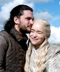 Kit Harington and Emilia Clarke on the set of Game of Thrones season 9 Game Of Thrones Besetzung, Game Of Thrones Quotes, Game Of Thrones Funny, Jon Snow And Daenerys, Game Of Throne Daenerys, Kit Harington, Emilia Clarke, Kit And Emilia, Carl The Walking Dead