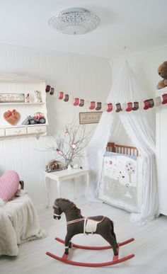 cream,red and brown are perfect choice for a gender neutral nursery