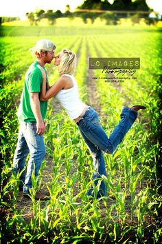 Cute pose for a country couple I know Frank J. and Katie Country Couple Pictures, Cute Country Couples, Cute Couple Pictures, Couples In Love, Couple Photos, Power Couples, Cute Couple Poses, Cute Poses, Couple Posing