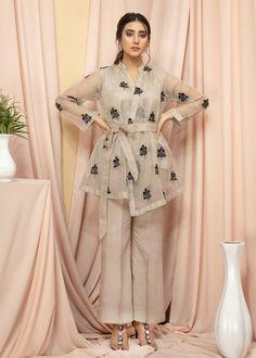 Beautiful Pakistani Dresses, Pakistani Dresses Casual, Pakistani Dress Design, Dress Indian Style, Indian Fashion Dresses, Pakistani Fashion Casual, Fancy Dress Design, Stylish Dress Designs, Stylish Dresses For Girls