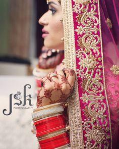 Indian bride getting ready, detail of henna by Neeta Sharma mendhi designer Indian Wedding Sari, Big Fat Indian Wedding, Indian Bridal Wear, Punjabi Wedding, Indian Weddings, Bridal Lenghas, Bridal Chura, Dupatta Setting, Pakistan Bride