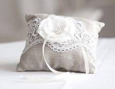 Ringkissen - Ringkissen mit Spitze un Blumen, Hochzeit Kissen - ein Designerstück von maijasweddingbliss bei DaWanda