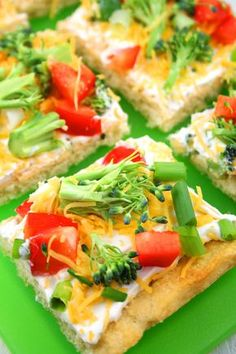 Beyond Cake Balls: 17 Healthy Baby Shower Snacks - Cold Veggie Pizza? Pizza Appetizers, Appetizers For Party, Appetizer Recipes, Snack Recipes, Cooking Recipes, Pizza Recipes, Girls Night Appetizers, Vegetable Appetizers, Chicken Appetizers