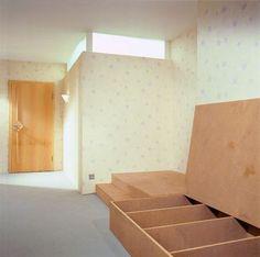einrichtungsideen f r schlafzimmer ein bett auf einem podest mit schr nken jugendzimmer. Black Bedroom Furniture Sets. Home Design Ideas