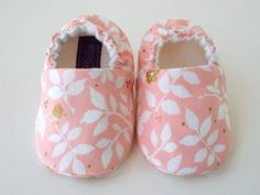 Spring flower baby girl shoes by JoEEBaby on Etsy Baby Girl Shoes, Girls Shoes, Cotton Fleece, Cotton Fabric, Handmade Baby, Handmade Gifts, Toddler Shoes, Baby Accessories, Spring Flowers