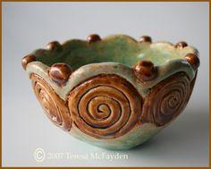 coil pot mold inside a plastic bowl, smooth inside Pottery Bowls, Ceramic Pottery, Pottery Art, Slab Pottery, Thrown Pottery, Pottery Ideas, Pottery Workshop, Pottery Studio, Kids Clay
