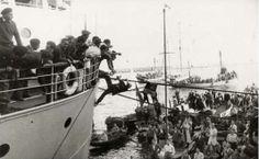 semiramisBarco de transporte Semíramis llega al puerto de Barcelona el 2 de Abril de 1954 con los últimos supervivientes de la División Azul que por fin regresan a España tras un largo cautiverio en la URSS.
