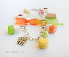 Mini food charm bracelet / miniature sweets mini food jewelry colorful / wafer, cup cake, tart, marshmallow, macaron / orange, yellow, green. Mini Art Gallery, by ArtSista Fotini.