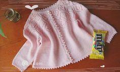 Розовая кофточка на круглой кокетке для малышки