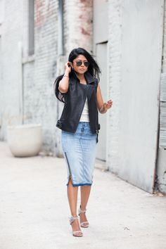 Hudson Jeans Blue Side Zip Washed Denim Pencil Midi Skirt by Walk In Wanderland Denim Skirt Outfit Summer, Denim Skirt Outfits, Casual Outfits, Denim Fashion, Look Fashion, New Fashion, Autumn Fashion, Style Désinvolte Chic, Look Chic