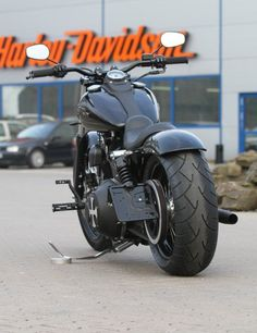 Customized Harley-Davidson Street Bob by Thunderbike Customs Germany