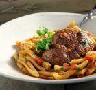 Μπεκρή μεζές | Συνταγές - Sintayes.gr Greek Recipes, Beef, Food, Meat, Essen, Greek Food Recipes, Meals, Yemek, Greek Chicken Recipes
