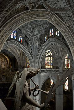 From Wikiwand: Interior of the cathedral. ( Catedral de Sevilla)