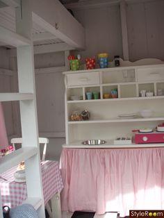 lekstuga, samt webbtips till lekstugor på nätet, barnrum eller lekrum i rosa rutigt. loft och barnkök - Ett inredningsalbum på StyleRoom