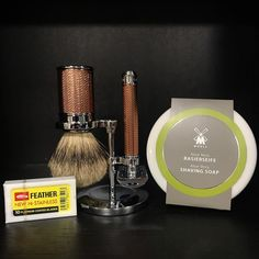 The Best Shaving Products Shaving Set, Shaving Brush, Wet Shaving, Leather Bed, Leather And Lace, Shaving Products, Best Shave, Safety Razor, Rollerball Pen