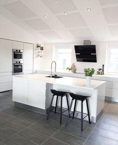 Pin on interior Open Plan Kitchen Living Room, Kitchen Room Design, Home Decor Kitchen, Kitchen Furniture, Kitchen Interior, Home Kitchens, Casa Top, Contemporary Kitchen Design, Cuisines Design
