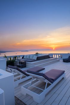 Rooftop Jacuzzi Apartment is a first floor Apartment with a heated Jacuzzi on its private rooftop with amazing panoramic views of Chania tow. Dream Vacations, Summer Vacations, Crete Holiday, Outdoor Fireplace Designs, Rent Apartment, Bedroom Apartment, Travel Aesthetic, Luxury Travel, Luxury Homes