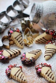Assalamualaikum... Selamat pagi semua... selangkah lagi kita masuk ke minggu baru.. Masih lagi meneruskan ibadah puasa... dan masih lagi m... Best Sugar Cookie Recipe, Best Sugar Cookies, Cookie Recipes, Coffee Biscuits, Cream Biscuits, Galletas Cookies, Cake Cookies, Finger Cookies, Princess Cookies