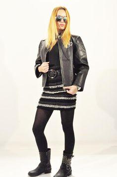 Geaca Dama Cool D  Geaca dama scurta, matlasata. Se inchide cu fermoar, buzunare laterale.  Imprimeu pe spate.     Lungime: 55cm  Latime talie: 46cm  Compozitie: 100%Poliester Punk, Leather Jacket, Jackets, Style, Fashion, Studded Leather Jacket, Down Jackets, Swag, Moda