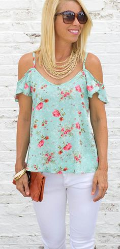 Floral print open shoulder top with tulip sleeves Shown paired with vintage multichain necklace Also comes in Navy - Small - 0-4 - Medium - 6-8 - Large - 10-12 - Model is wearing a small. *All items s