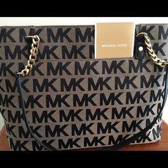 "Beautiful Michael Kors Jet Set Handbag Authentic Michael Kors Chain Tote      Measures 15"" L- x 9.5'' (H) x 5"" (W) 11"" handle drop No Trades Michael Kors Bags Shoulder Bags"