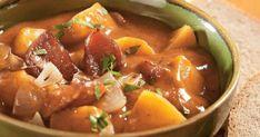 Zemiakový guláš - dôkladná príprava krok za krokom. Recept patrí medzi tie najobľúbenejšie. Celý postup nájdete na online kuchárke RECEPTY.sk. Thai Red Curry, Pork, Ethnic Recipes, Sweet, Kale Stir Fry, Candy, Pork Chops