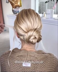 hairstyles Long step by step - Low bun bridal Updo Bun Hairstyles For Long Hair, Wedding Hairstyles, Short Hair, School Hairstyles, Anime Hairstyles, Stylish Hairstyles, Hairstyles Videos, Doll Hairstyles, Brown Hairstyles