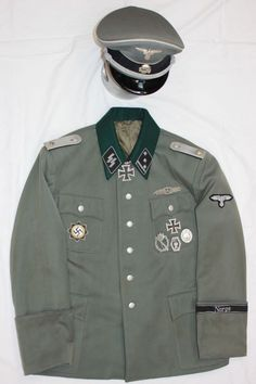 The sit Portray's uniform used by the German Armed Forces of World War II, from 1936 or so till the end of the war. there will be some of the German Allies on the site as well. German Uniforms, German Army, Armed Forces, World War Ii, Ww2, Canada Goose Jackets, Military Jacket, Winter Jackets, Italy