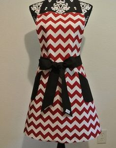 Red chevron pocketed full apron