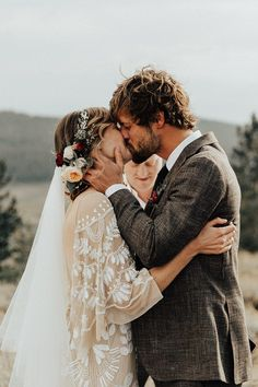 This Mount Rose Trail wedding is authenticity at its finest and features a romantic hillside ceremony, an intimate dinner party, and sweet boho vibes. Wedding Advice, Wedding Planning Tips, Wedding Pictures, Couple Style, Rose Wedding, Dream Wedding, Wedding Day, Wedding Blog, Budget Wedding