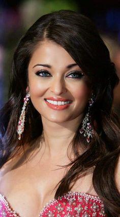 Bollywood actress aishwarya rai boobs for the