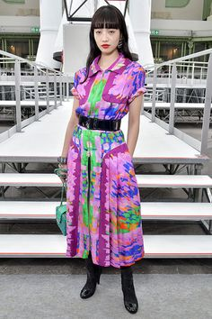 小松菜奈&中条あやみ、シャネルを着用 - 17年秋冬ショーでのファッションスタイルを紹介 | ファッションプレス