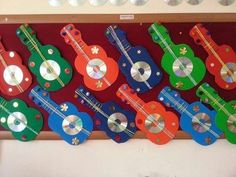 29 Ideias de Instrumentos musicais com Sucata - Aluno On Old Cd Crafts, Kids Crafts, Summer Crafts, Hobbies And Crafts, Projects For Kids, Diy And Crafts, Arts And Crafts, Paper Crafts, Guitar Crafts