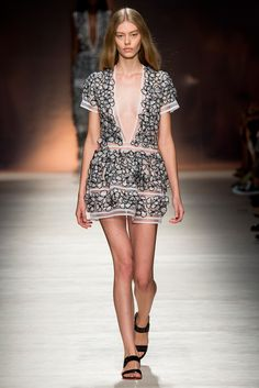 Blumarine - Spring 2015 Ready-to-Wear - Look 18 of 45