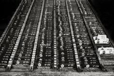 """DuPla MaG: FOTOGRAFÍA De la Lleca al Cohue es el resultado de un proyecto de educación fotográfica en centros penitenciarios de Venezuela. """"La propuesta es utilizar la fotografía como un medio de liberación creativa, las fotografías en blanco y negro pertenecen a mi registro documental del proceso y sus protagonistas""""."""