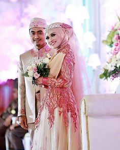 muslimweddingideasWe love this beautiful rose & gold scheme, especially the gorgeous dress ♥ Congratulations to the Indonesian couple @aahnajah and Syakir!
