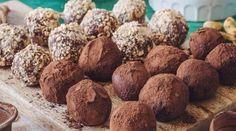 Станет замечательным подарком для родных! Попробуйте, готовятся очень легко!  Ингредиенты ✓ Шоколад (молочный и горький) — 200 гр. ✓ Сливки 33% жирности — 1/4 стакана ✓...