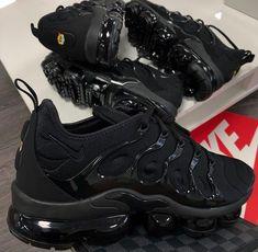 sneakers for men nike Oakley Flak, Souliers Nike, Sneakers Fashion, Sneakers Nike, Black Shoes Sneakers, Burgundy Sneakers, All Black Nike Shoes, Nike Trainers, Running Shoes Nike