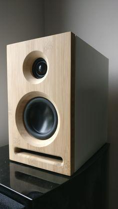 Handmade bamboo stereospeakers